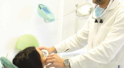 Dottore e paziente alla poltrona, Clinica Dentale Gazzieri