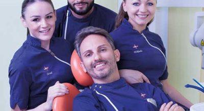 Dottori e dipendenti alla poltrona, Centro Odontoiatrico Dr. Frustagli