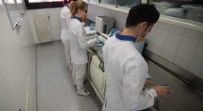 Tre dipendenti che lavorano, Centro Odontoiatrico Anzolamedika