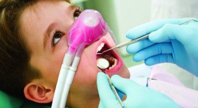 Bambino sotto sedazione cosciente, dental Q